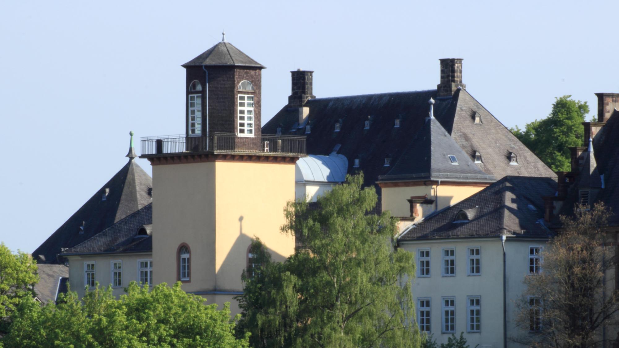 Die Gerling-Sternwarte auf dem Renthof wurde am 12. Oktober 1841 in Betrieb genommen. Ab 1849 sind dort Asteroindenmessungen vorgenommen worden.